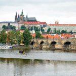 昼も夜も絶景が見れた!チェコ・プラハのカレル橋はこうやって楽しもう