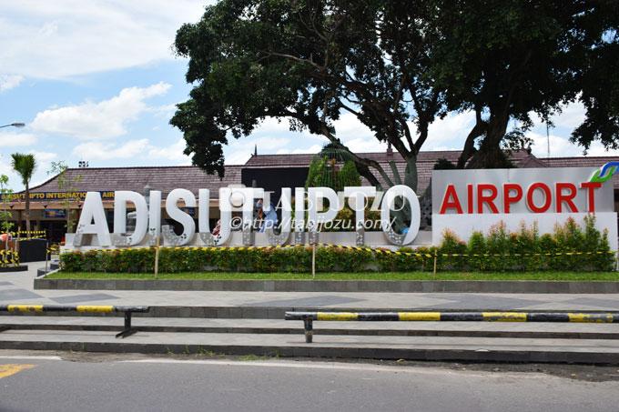 ジョグジャカルタ空港から市内・...
